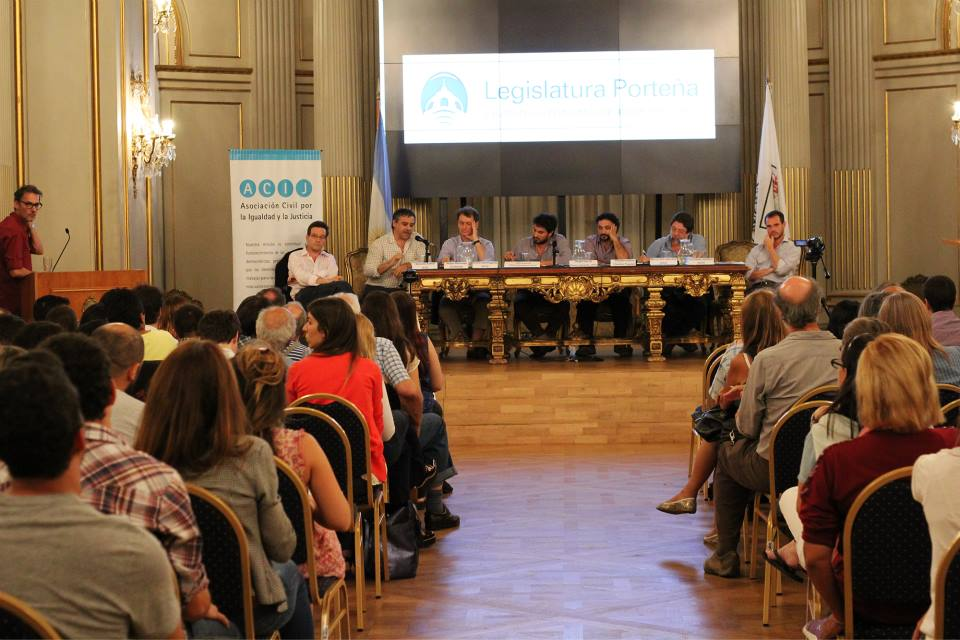 Pre candidatos porteños debatieron sobre políticas habitacionales
