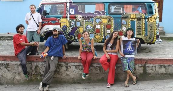 Chakana: Latinoamérica por latinoamericanos en combi