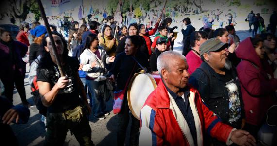 Palos y gases: el lenguaje oficial