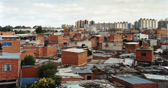 Diez años después, la urbanización de la Villa 20 parece ser una utopía