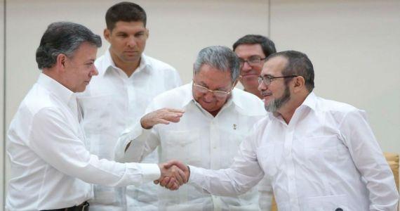 FARC-EP y gobierno de Colombia con acuerdo de paz