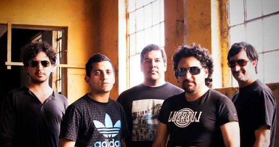 Luzazul, under y rock