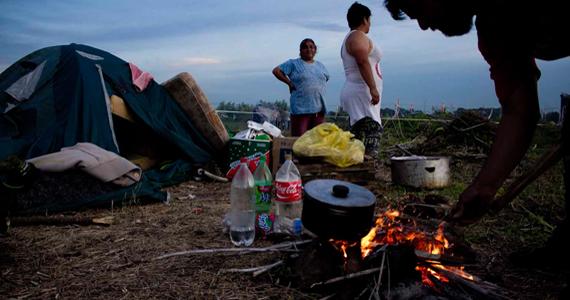 Merlo: frenan desalojo en la toma de tierras, reclaman vivienda digna
