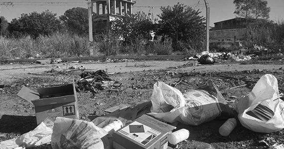 Córdoba: Desechan peligrosos agroquímicos en medio de la ciudad