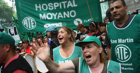 Masivas marchas de estatales y petroleros