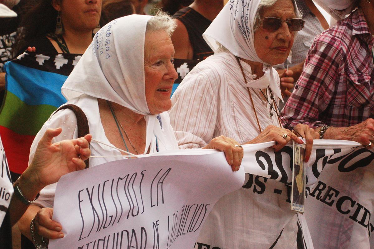 Madres de la Plaza, el pueblo las sigue abrazando