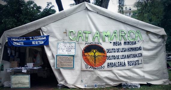 Andalgalá acampando en el patio de Lorenzetti