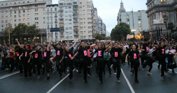 Bailarines organizados por la Ley de Danza
