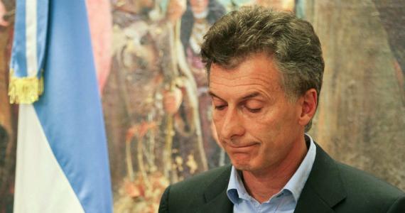 Cae la imagen de Macri, mientras continúan los despidos de estatales