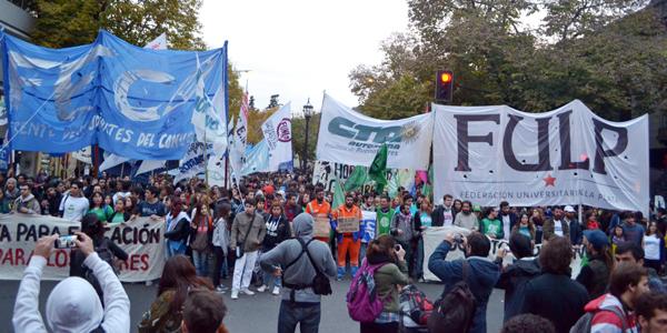 Marcha por la implementación de la Ley de Boleto Educativo