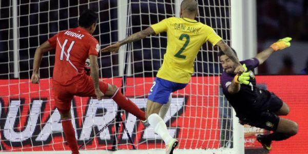 """Repercusiones de la eliminación de Brasil: Dunga es un """"pie frío"""""""