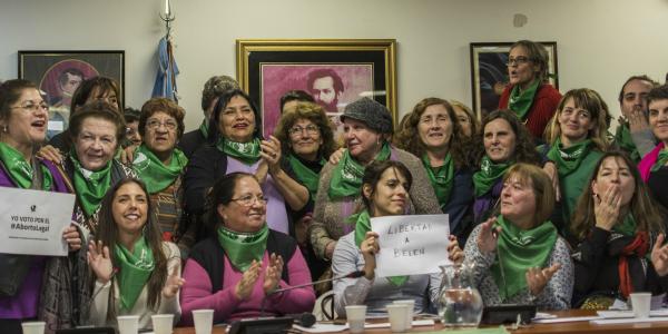 Derecho al aborto: es proyecto en el Congreso y ley en las calles