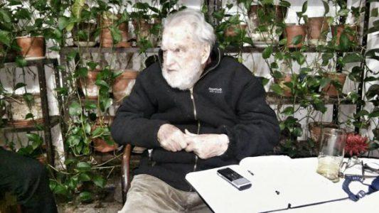 """Osvaldo Bayer: """"Tenemos que salir a la calle siempre y actuar"""""""