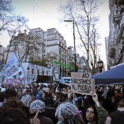 """La protesta social frente al nuevo relato """"M"""" y el espejo de Brasil"""