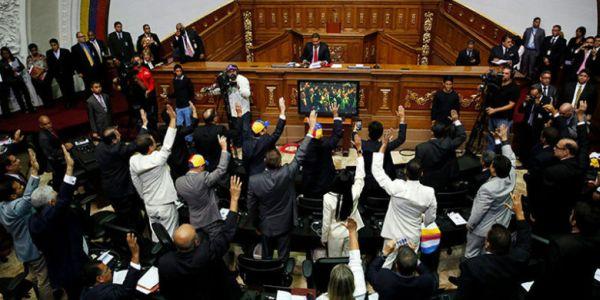 Venezuela: huir hacia adelante o golpe maestro en la Asamblea Nacional