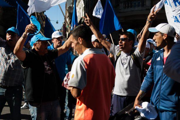Los movimientos sociales ganan la calle — Ciudad colapsada
