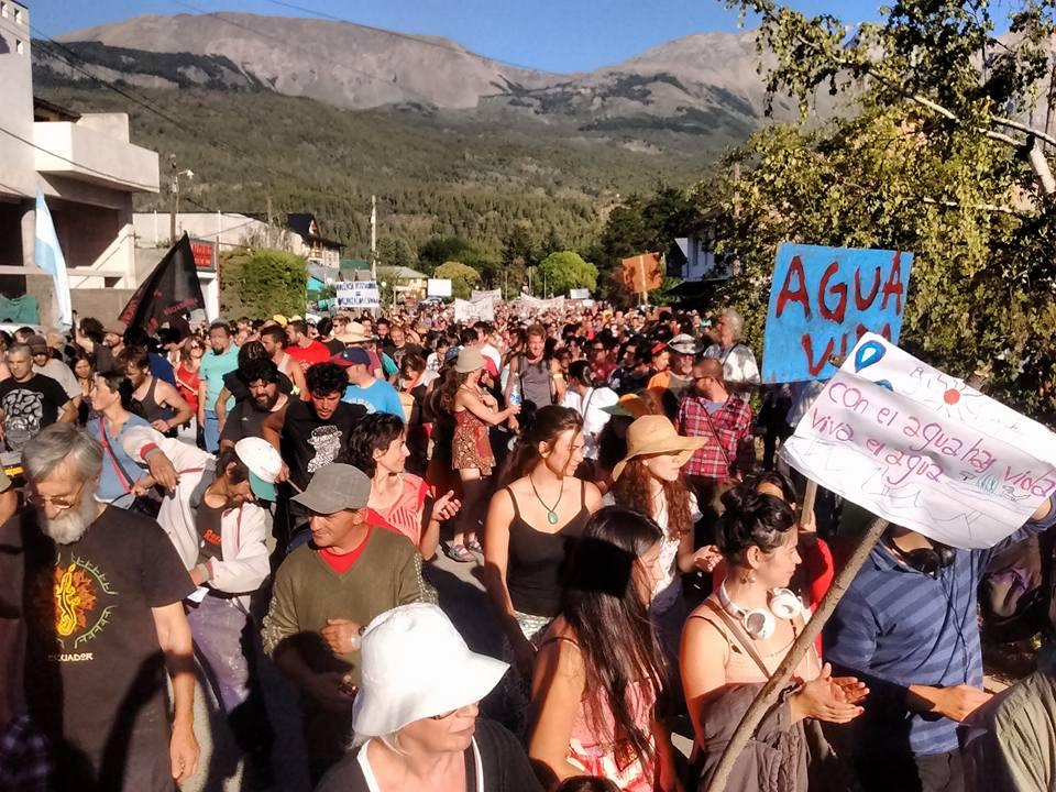 El Bolsón: masiva marcha contra negocios inmobiliarios en una reserva
