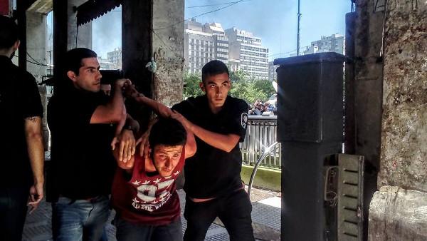 La triste precarización: desalojo y represión en la vía pública