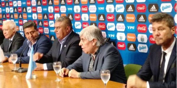 """""""El fútbol argentino camina a la deriva buscando algún triunfo que tape la mugre"""""""