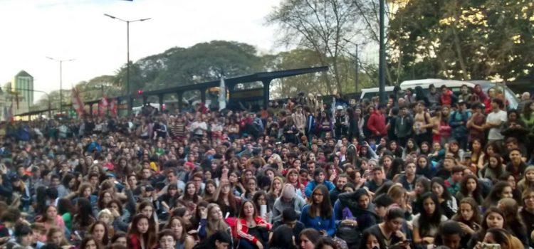 Frente a la Escuela del futuro, resistencia estudiantil