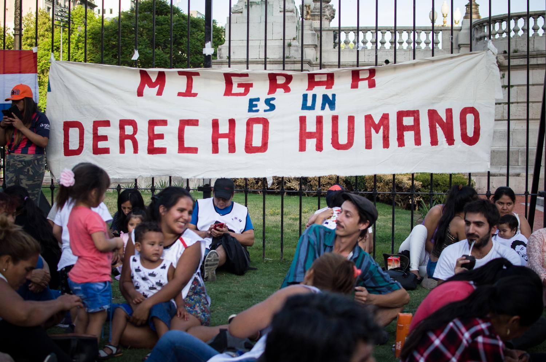 Un golpe a la xenofobia del gobierno, declaran inconstitucional el DNU 70/2017