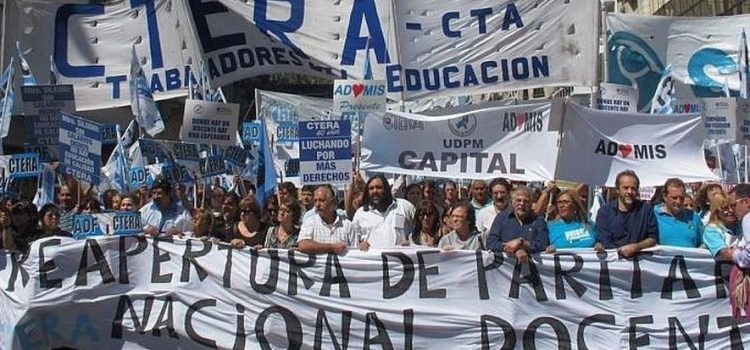 El Gobierno desoye reclamos de docentes y trabajadorxs de la economía popular