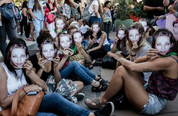 """Comienza juicio por femicidio: """"Ornella, somos tus gritos que exigen justicia"""""""