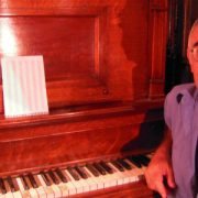 Leo Maslíah: el humor y el virtuosismo volvieron una noche