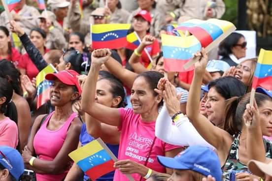 """Elecciones en Venezuela: """"Las mujeres, uno de los bloques más duros que acompaña la revolución bolivariana"""""""