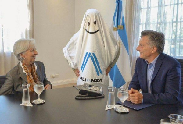 Con el agua al cuello: El gobierno inicio conversaciones con el FMI