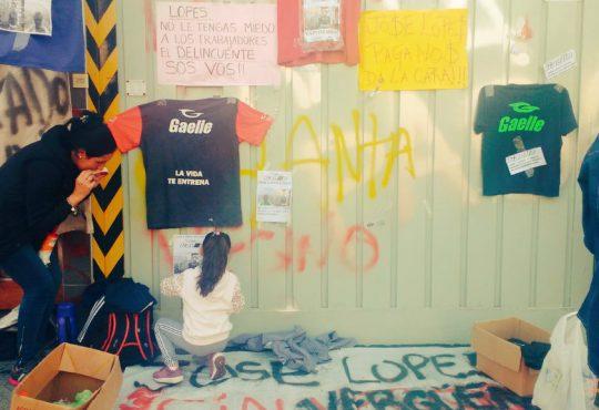 Gaelle: Persianas bajas y un cartel para echar gente