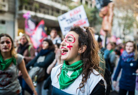 Feminismos y neoliberalismo: debates necesarios