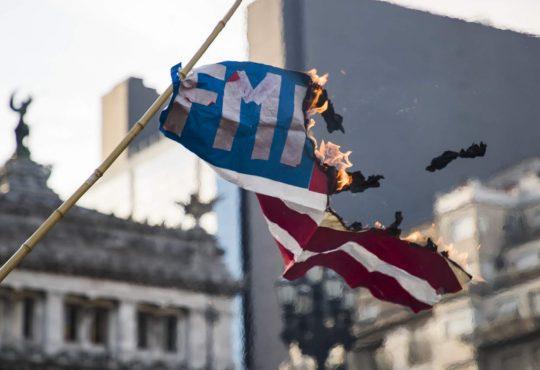 El gobierno y el FMI coinciden en seguir ajustando