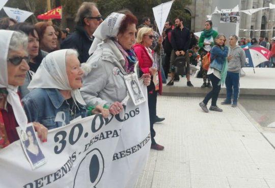 """Los 42 años de lucha de las Madres: """"son 30.000, que les quede a todos en la cabeza"""""""