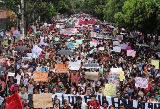 Brasil: Masiva movilización en defensa de la educación