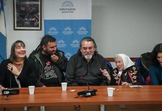 Darío y Maxi: El pedido de justicia en los recintos y en las calles
