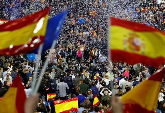 """""""Voten más claro"""": la jugada que intenta el 'jaque mate' restaurador de monarquía y bipartidismo en España"""