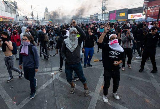 Huelga General en Chile: La demanda por cambios estructurales que Piñera no recoge