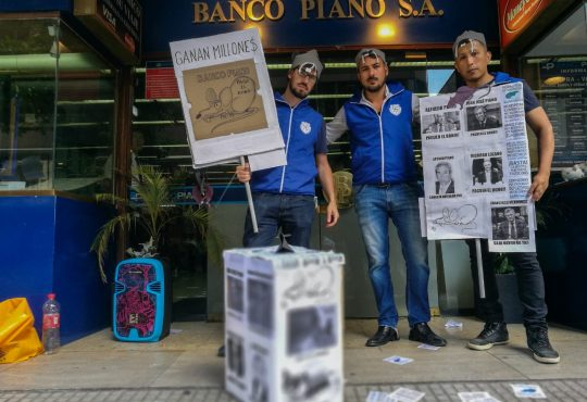 """Banco Piano: """"Ganan millones y no reparten nada"""""""