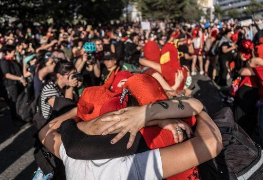 """Constanza Cifuentes: """"Este es un llamado a no dejar las calles, a resistir juntas"""""""