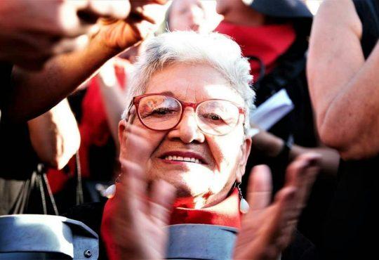 """""""¡El neoliberalismo nace y muere en Chile, compañeras!"""""""