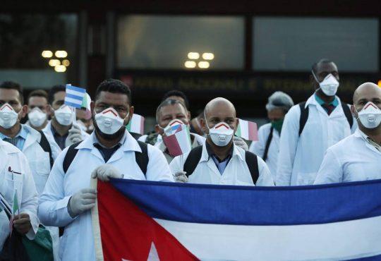 """Medicina cubana: """"Quien no sea capaz de luchar por otros no será lo suficientemente capaz de luchar por sí mismo"""""""