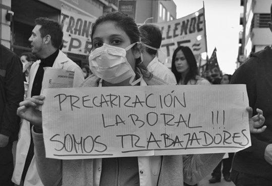 La precarización laboral de quienes trabajan la salud durante la pandemia