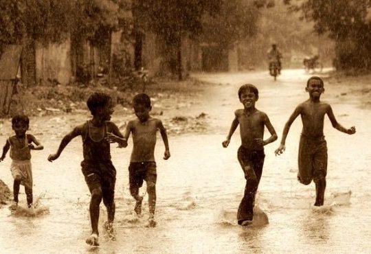 Así en la multitud como en la soledad: Abrazos de lluvia y fútbol