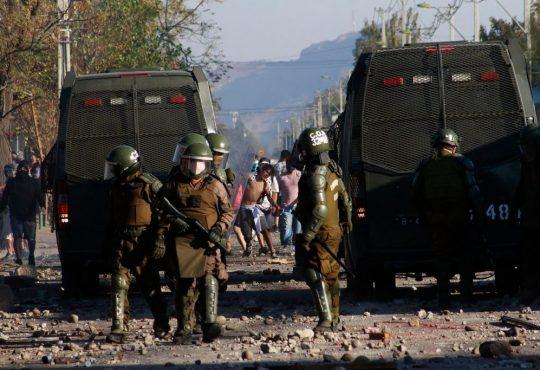 Chile: Santiago se llena de manifestaciones en medio del toque de queda.
