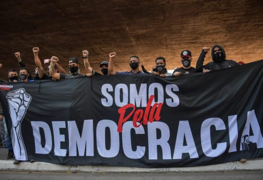 Brasil: Las hinchadas Antifascistas  se manifiestan por la democracia