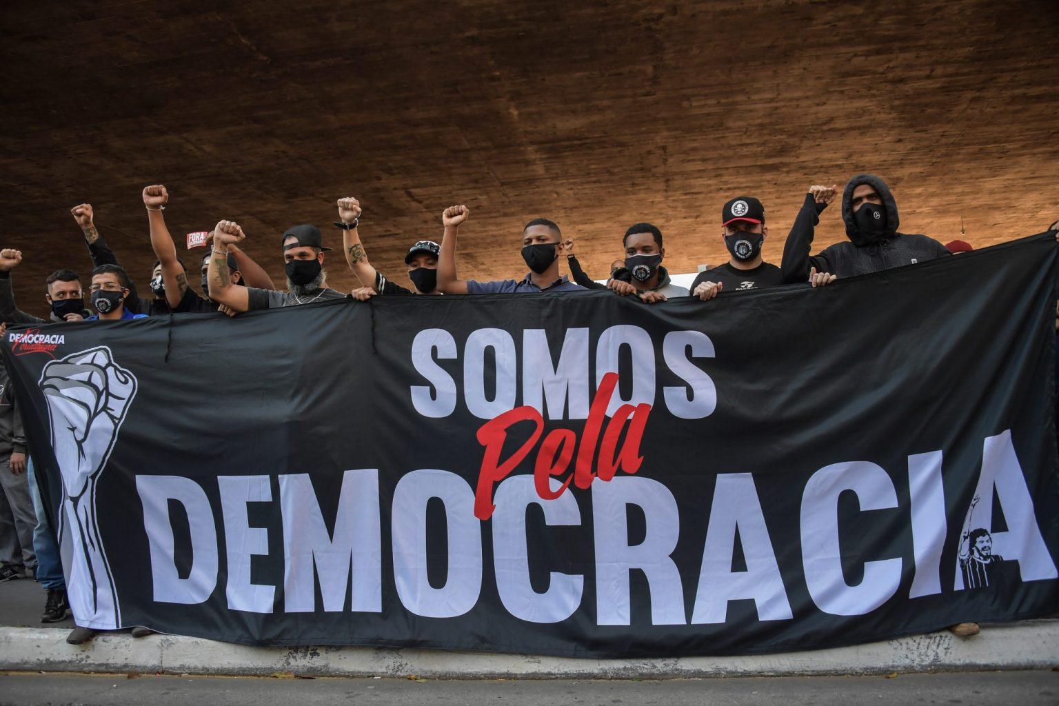 Brasil: Las hinchadas Antifascistas se manifiestan por la democracia | Marcha