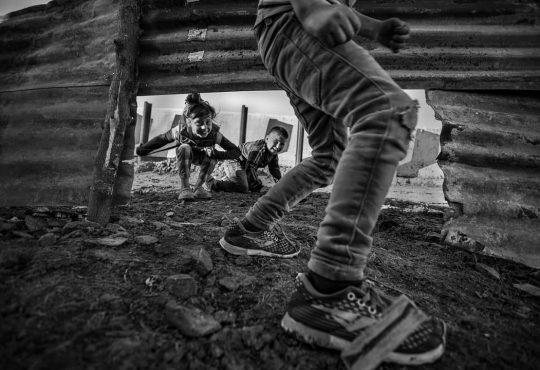 Niñeces populares en aislamiento: la distancia del no abrazo