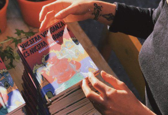 El amor y la fuerza en forma de libro