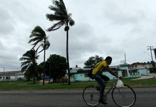 """Cuba, el paso de """"Laura"""" y de cómo el país vive una tormenta."""